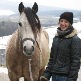 el Sortero, Andalusier-Wallach mit seiner neuen Besitzerin Andrea Wiesmann